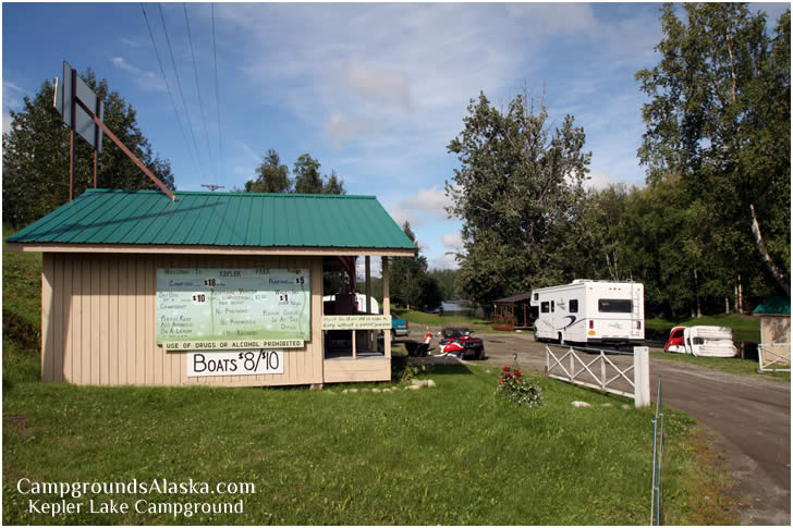 The Kepler Lake Campground Store and Office is located at the entrance to the park.